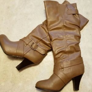 HIGH BOOTS SIZE 6.5